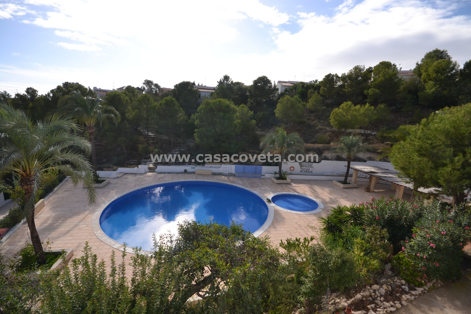 Bungalow, with Stunning swimming pool & tennis court Ref: 383