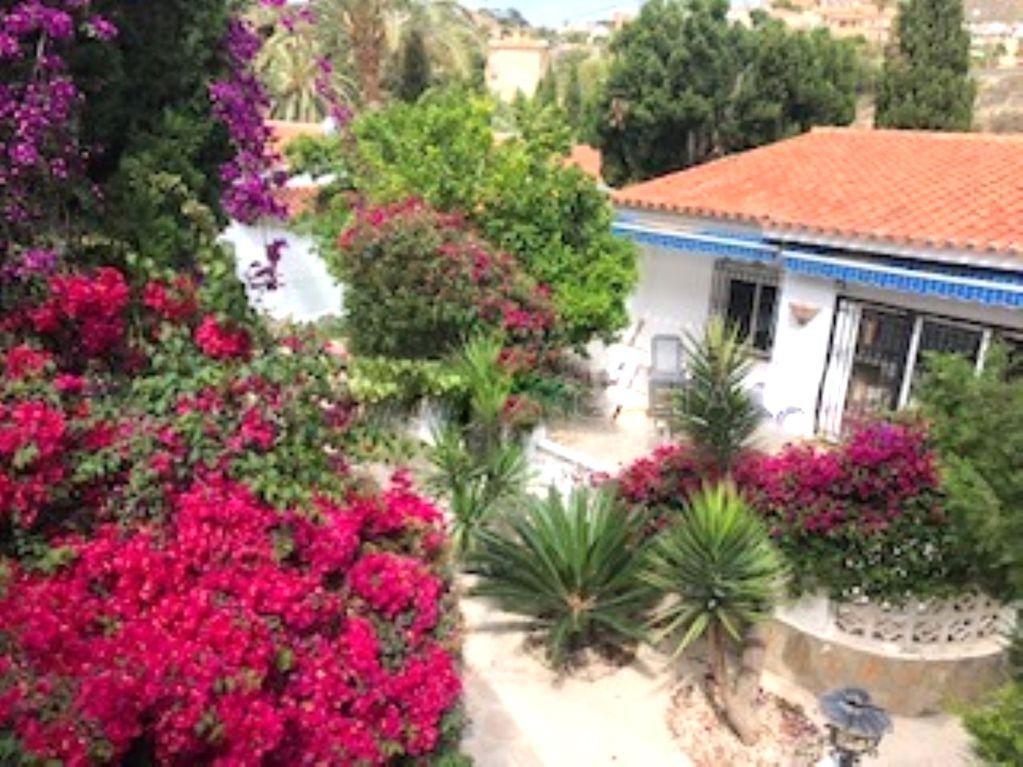 Semi detached villa located in the Spanish town of El Campello Ref: 388
