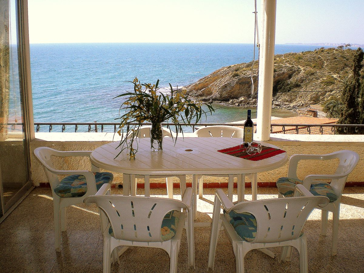This villa is truly a wonderful holiday home in the sun!  with splendid sea views Ref: 501