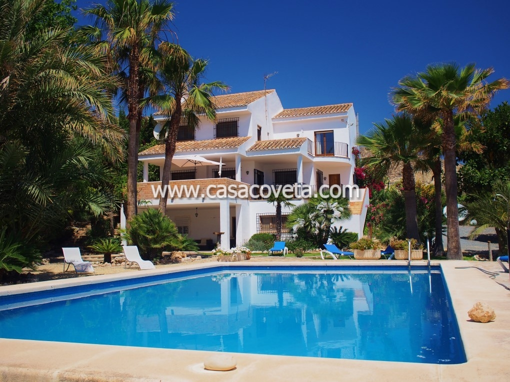 A truly lovely and charismatic holiday villa with your own pool Is waiting for you!!! Ref:518