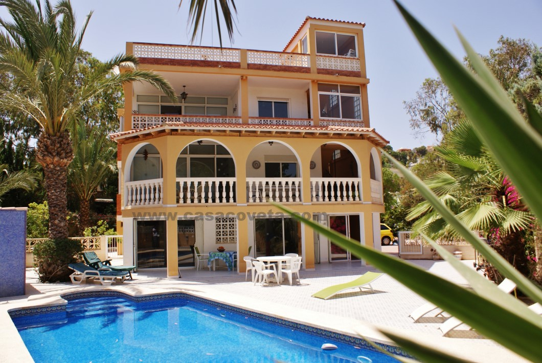 This Villa can accommodate 6-8 or 10 people and is ideal for a family holiday in El Campello Ref. 519