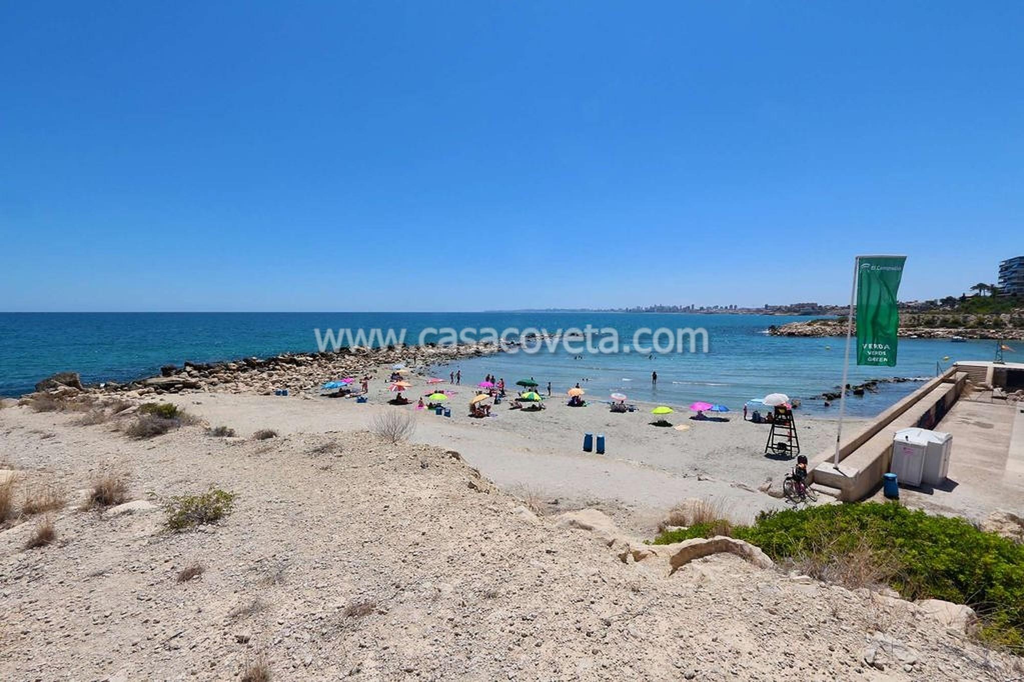 Belle villa située directement sur la baie avec son propre accès à la plage et à la mer Méditerranée Ref. 580