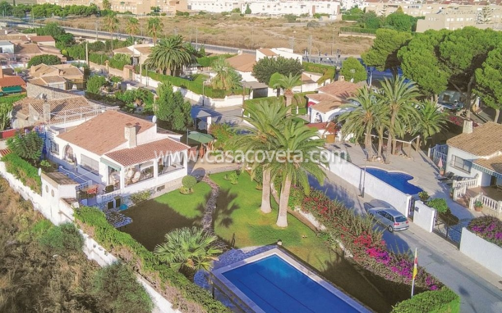 GREAT DETACHED VILLA FOR 6 PERSONS WITH A/C, PRIVATE POOL, INTERNET, SAT.T.V Ref.558