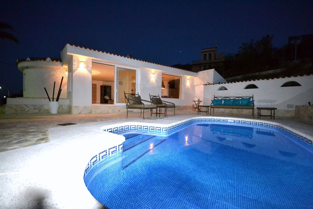 A stunning, charming and luxurous completely refurbished property in 2017 with pool. Ref.499
