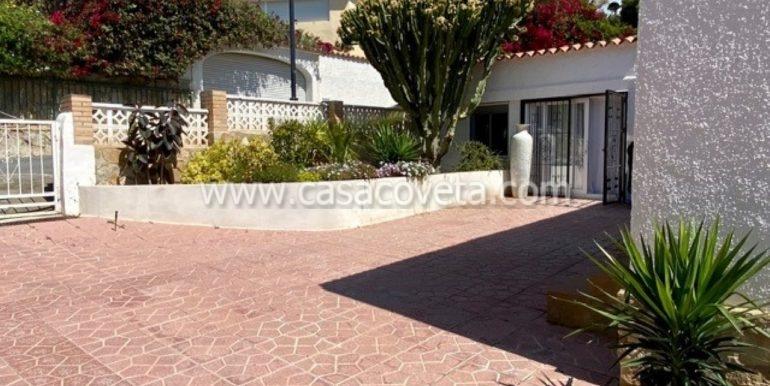 Entrance house + apartment 1
